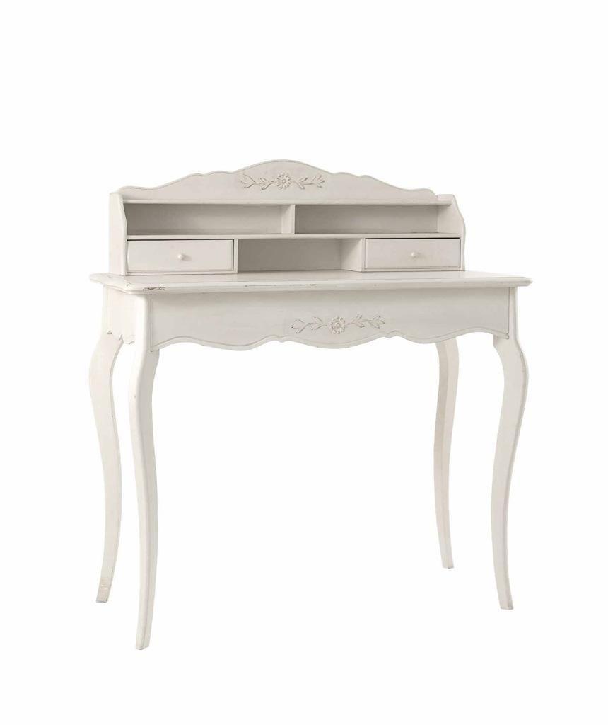 Gyönyörű darab ez a kecses íróasztal. Szintén egy tipikus meghatározó darab, melynek előkelő helye van a vidéki francia stílusú lakberendezésben.