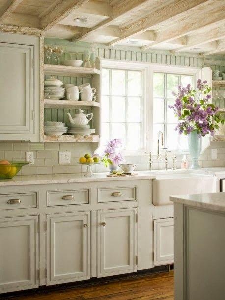 A porcelán mosogató is eredeti francia vidéki stílusú. Mindenképp ilyet választok majd.