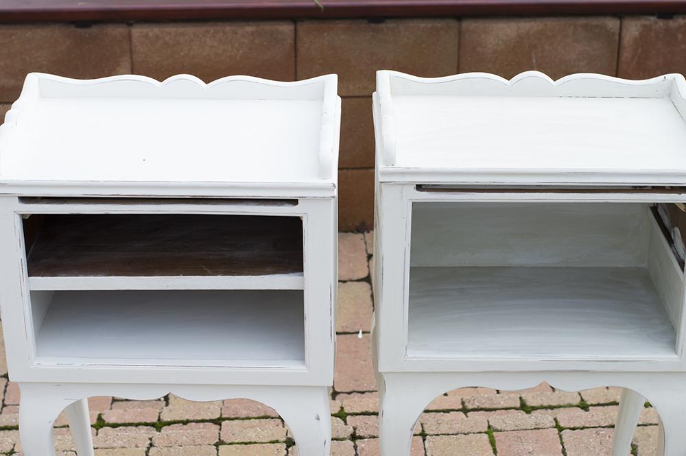A bal oldali még tiszta fehér, a jobb oldalit pedig már lekentem az olívás festékkel is.