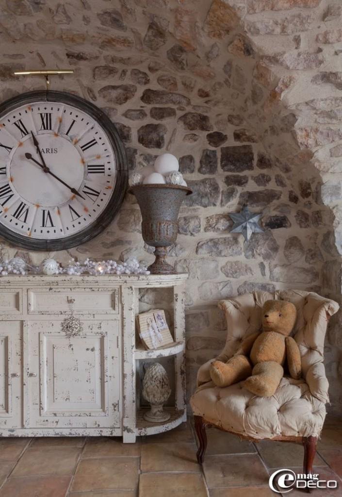 Na nem, ez nem a mi házunk, hanem egy fotó a Pinterestről, amit a kőművesünk, Jani bá' kezébe nyomtan, hogy ilyenre fugázza ki nekem a falakat. Jani bá' több mintafugázást is csinált és a fehér cement + homok vált be.