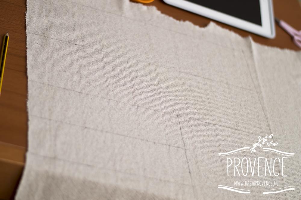 A négy darab egymás mellett felrajzolva a textilre, kivágáshoz.