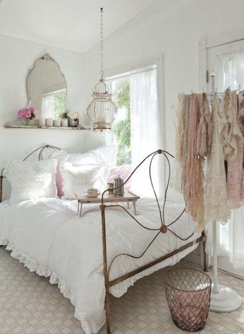 Ez egy shabby chic - jellegű szoba inspirációja lehet.