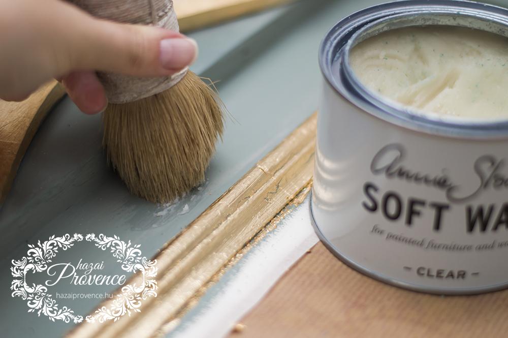Mind a festett, mind a füstfóliázott részeket jó alaposan bekentem áttetsző wax- szal.